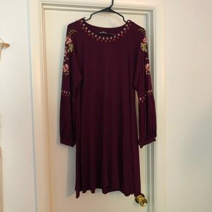 🍁 Beautiful burgundy long sleeve dress!